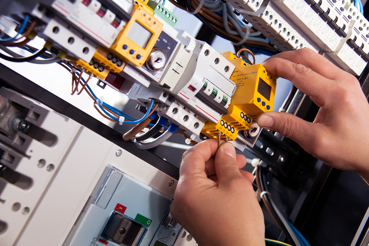 Emergency Electrician Engine Common | Call 03335671039 | Open 247